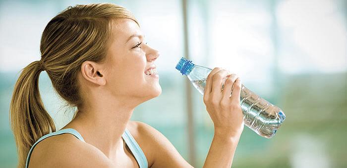 ¿Beber demasiada agua es contraproducente?