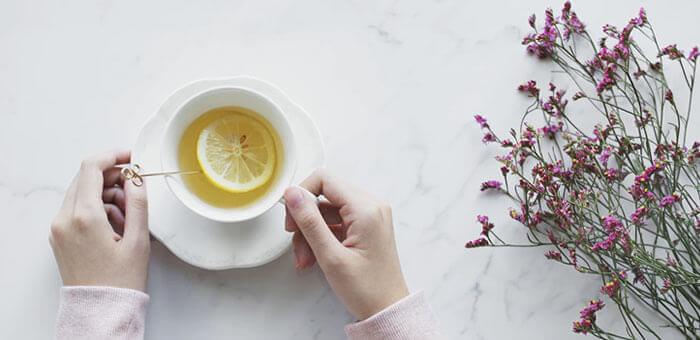 tomar agua con limon en ayunas es beneficioso para la salud siempre que se haga en cantidades moderadas