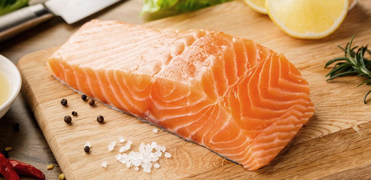 pieza de salmón, fuente de ácido hialurónico