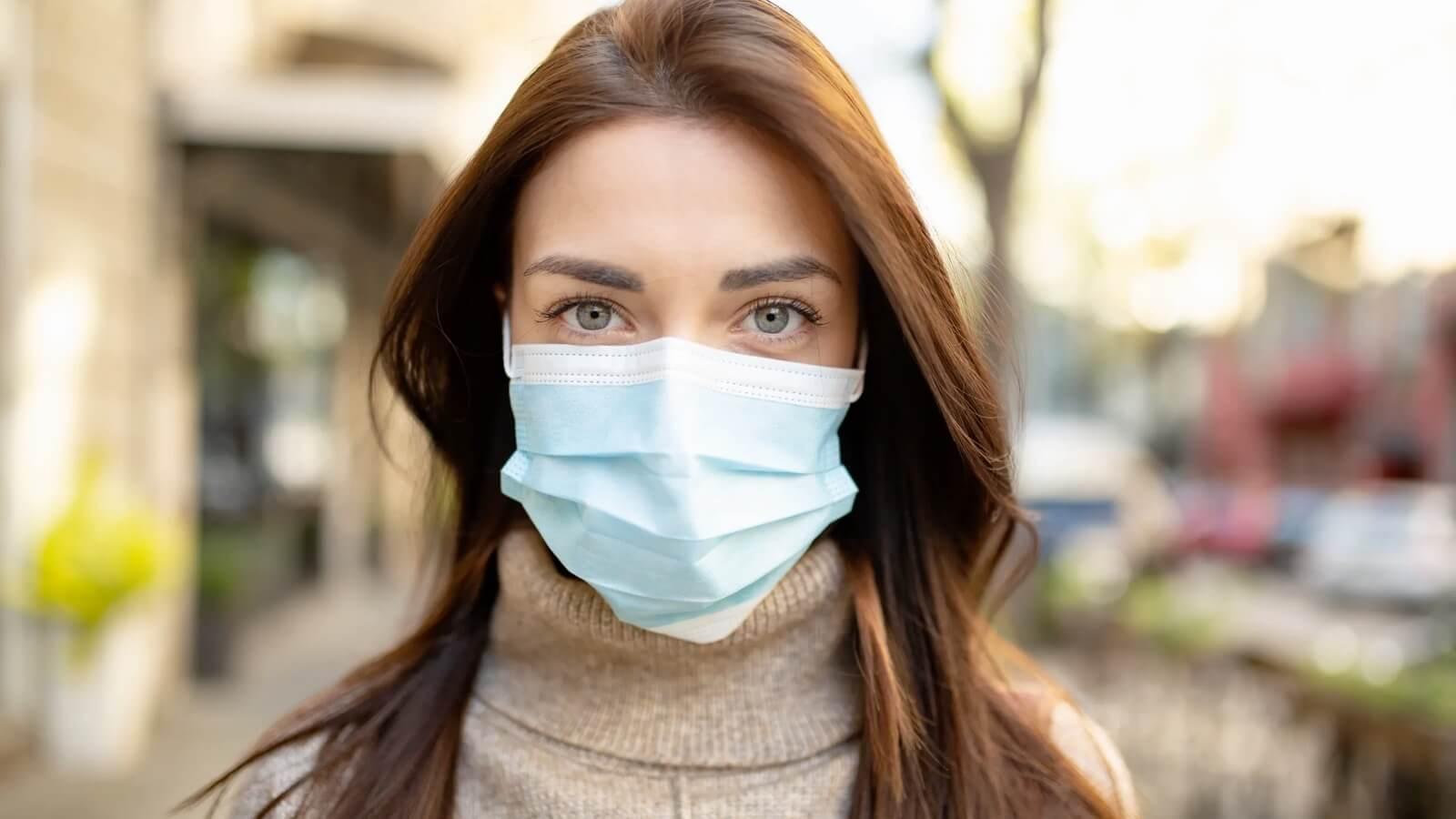 Las peores consecuencias del uso de la mascarilla para la piel